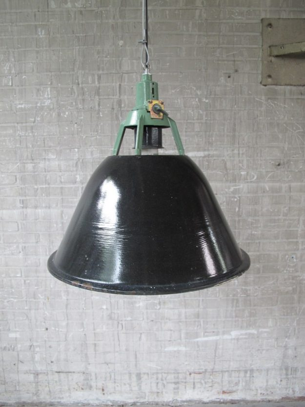 Lamp Emaillen fabriek hanglamp Industrieel groot model jaren 60