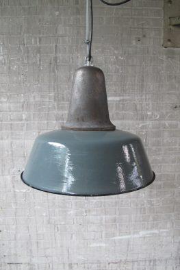 Originele oude Emaillen fabriek hanglampen Industrieel jaren 60