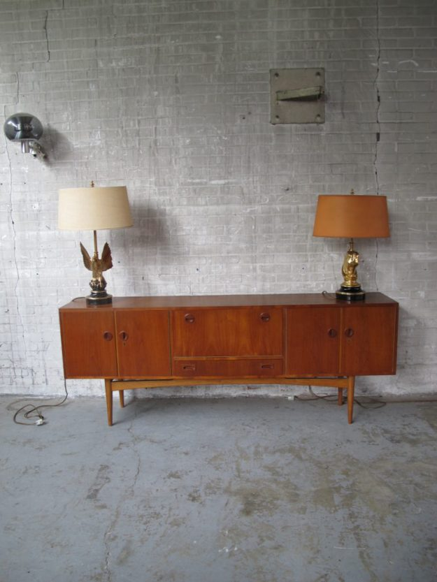 Dressoir low board Deens Pastoe stijl jaren 60 warm teakhout dressoir