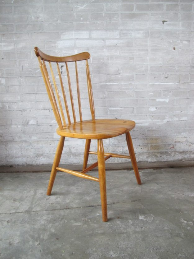 Vier Deense Pastoe stijl spijlen stoelen jaren 60 licht teakhout