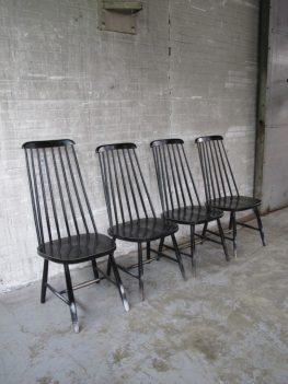 Vier Tapiovaara zwart gelakte spijlen stoelen jaren 60