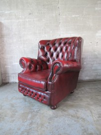 oxblood rood chinchester chersterfield fauteuil