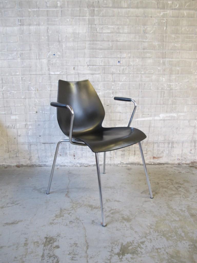 Vier stoelen kartell maui vico magistretti italie kunststof stoelen tweedehands kopen bij - Stoelen kartell verkoop ...