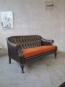 lederen Chesterfield Chippendale bank