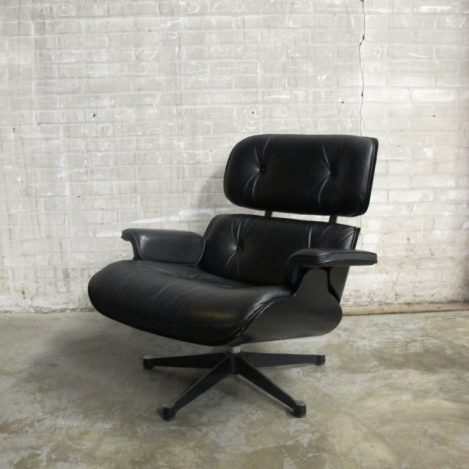black lounge chair 2001
