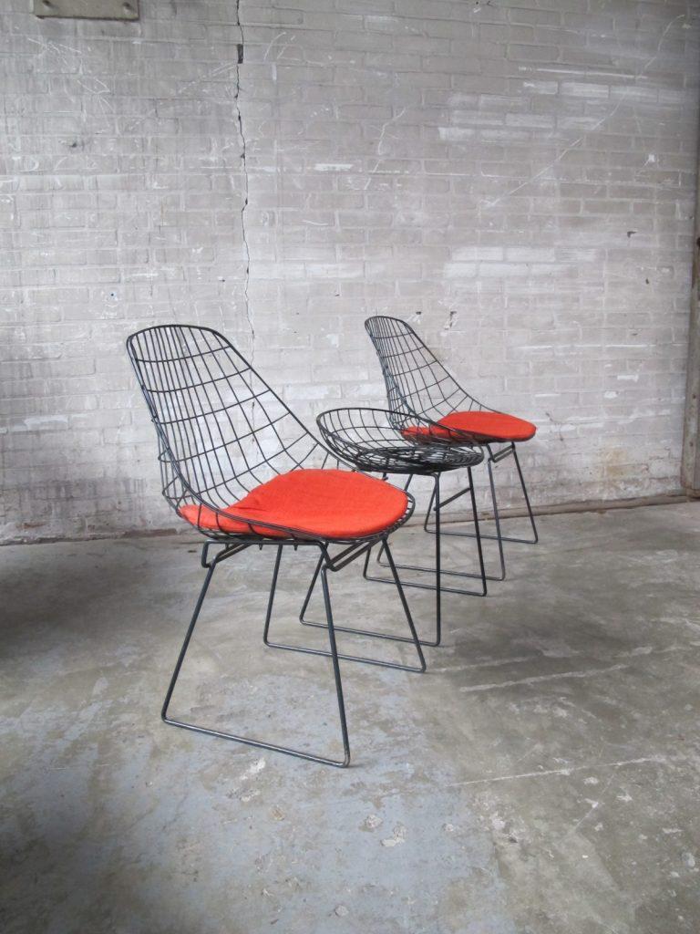 Pastoe Draadstoel Tweedehands.Twee Sm05 Pastoe Draadstoelen Plus Km05 Draadkruk Van Cees