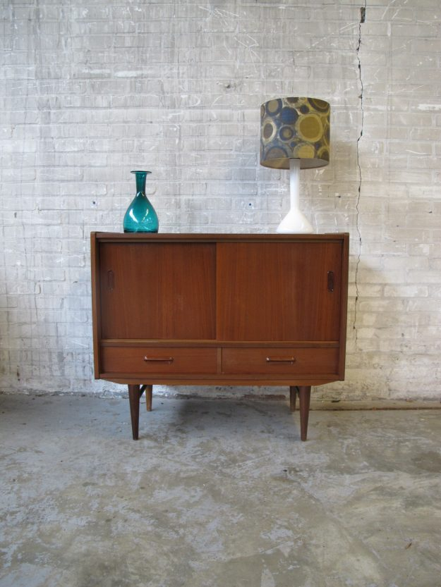 Deense stijl dressoir kastje