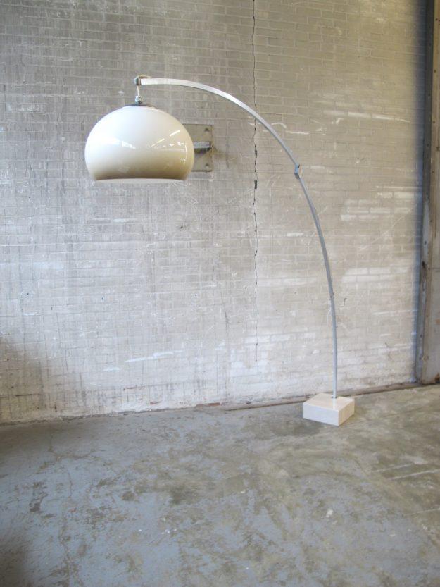Grote boog vloerlamp