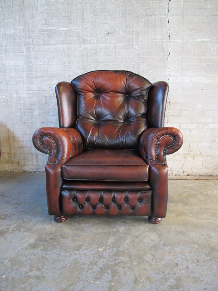 Spingvale chesterfield fauteuil tweedehands bij tussen cor kitsch - Lederen bekleding ...