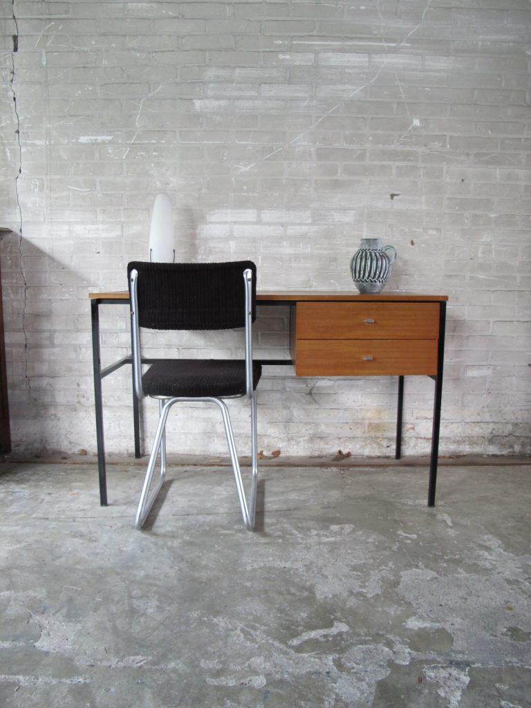 vintage teakhouten bureau tweedehands kopen bij tussen cor kitsch. Black Bedroom Furniture Sets. Home Design Ideas