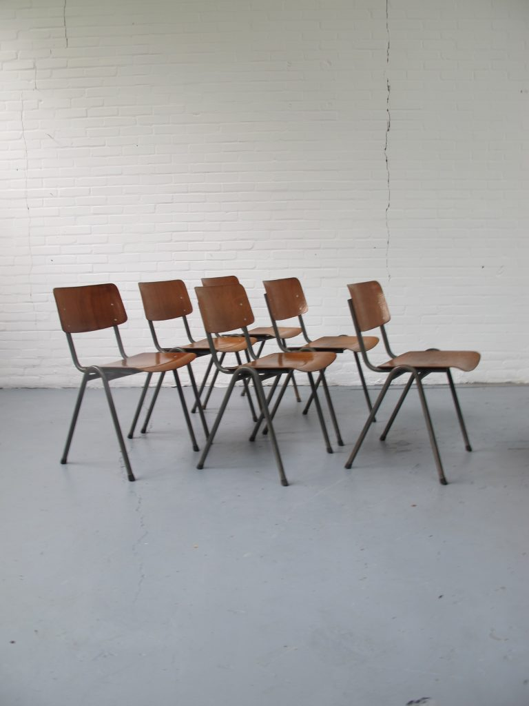 Industriele Vintage Stoelen.Zes Jaren 60 Schoolstoelen Tweedehands Kopen Bij Tussen