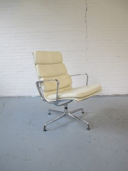 Lounge Chair van Charles and Ray Eames vitra vintage