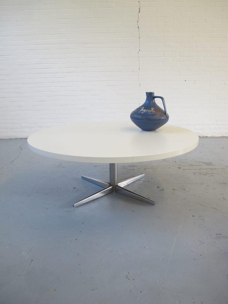 Artifort Design Salontafel.Tafel Grote Pastoe Stijl Jaren 60 Wit Formica Salontafel Tweedehands Kopen Bij Tussen Cor Kitsch