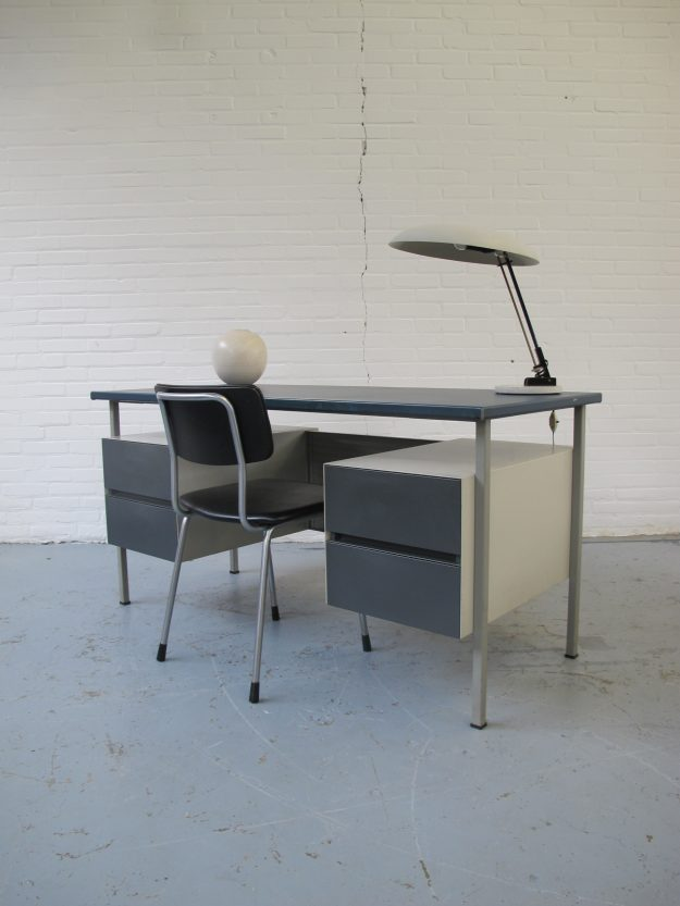 Bureau 3803 A.R. Cordemeijer voor Gispen industrieel vintage midsentury cordemeijer voor gispen industrieel bureau