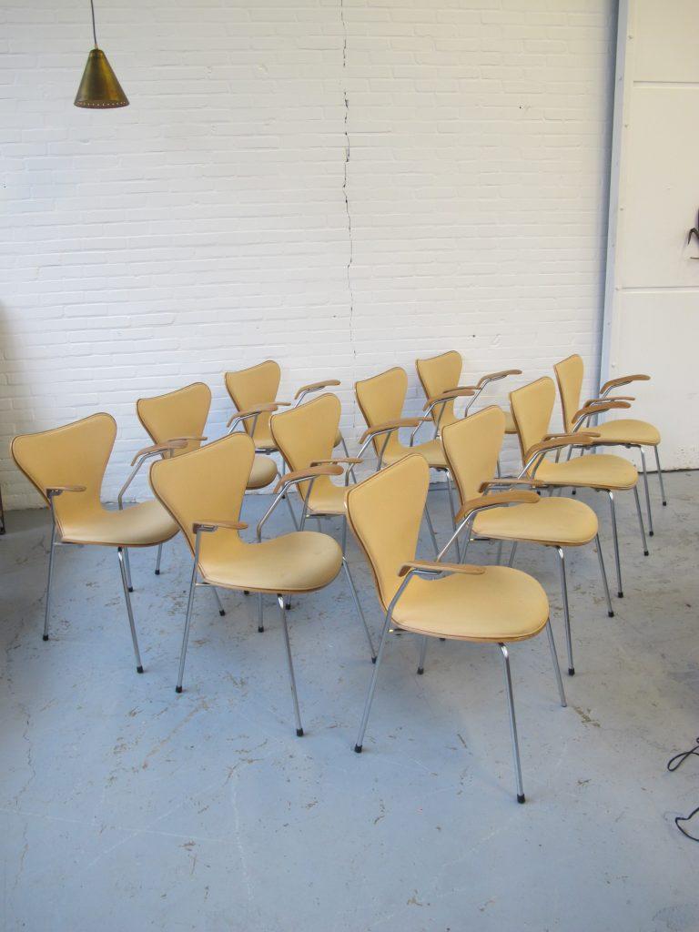 Fritz Hansen Design Stoelen.Elf Vlinderstoelen Van Arne Jacobsen Voor Fritz Hansen Uit De Jaren 90