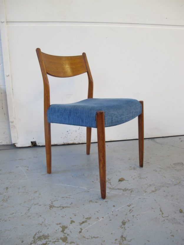 vintage midsentury Stoelen Niels Otto Møller dining chairs