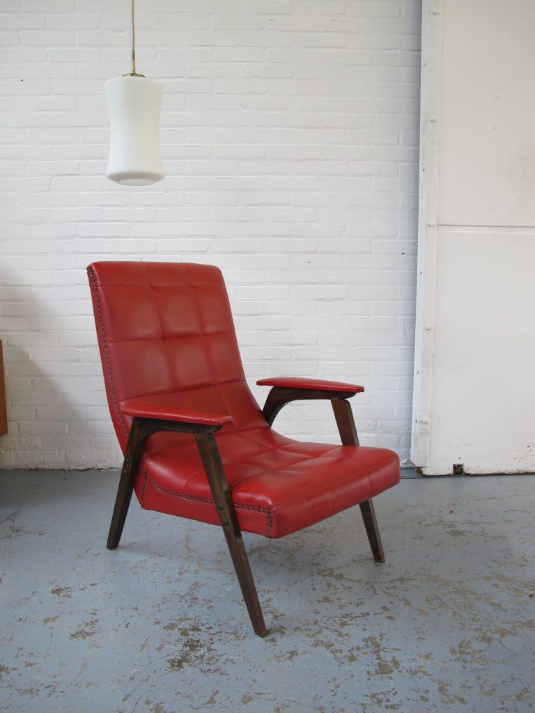 fauteuil pastoe stijl met rood skai leder en teakhout uit de jaren 60 tweedehands kopen bij. Black Bedroom Furniture Sets. Home Design Ideas