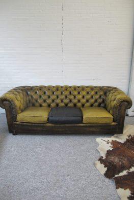 Originele Engelse Chesterfield banken en fauteuils vintage midcentury