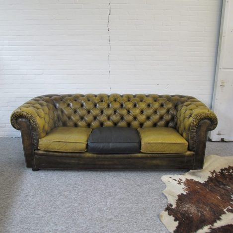 Originele Engelse Chesterfield banken en fauteuils vintage midcentury