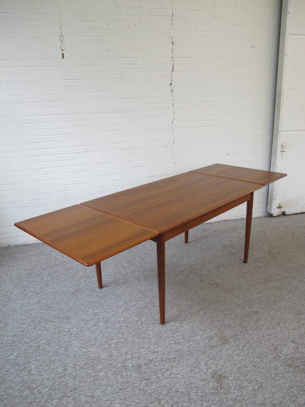 Niels Otto Møller Teakhouten tafel Danish Deens midsentury vintage