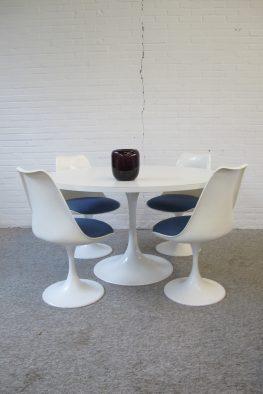 Eethoek Pastoe Eero Saarinen Knoll Tulip tafel Stoelen vintage midcentury