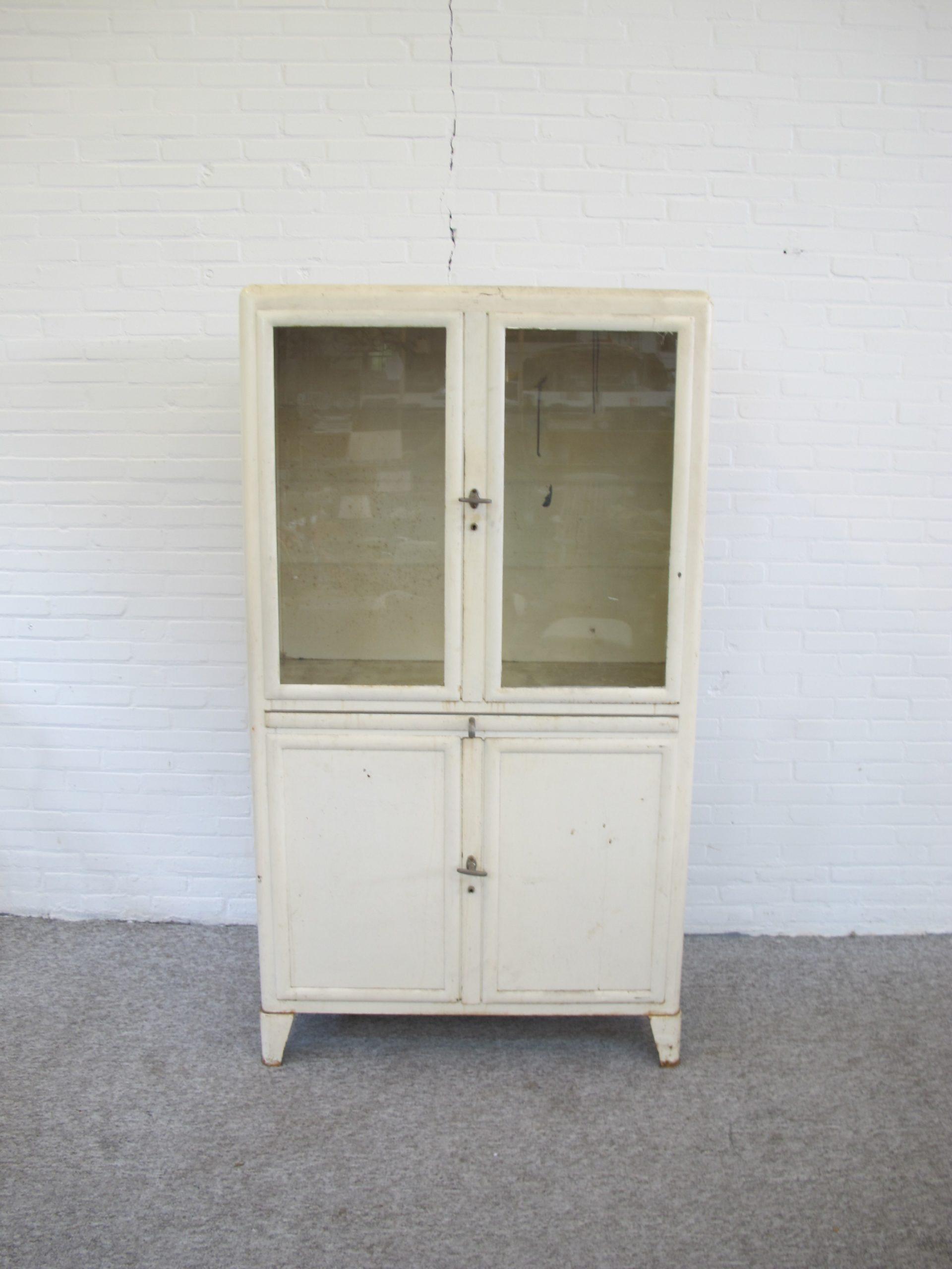 medicijnkast apothekerskast medicine cabinet pharmacy cabinet vintage midcentury