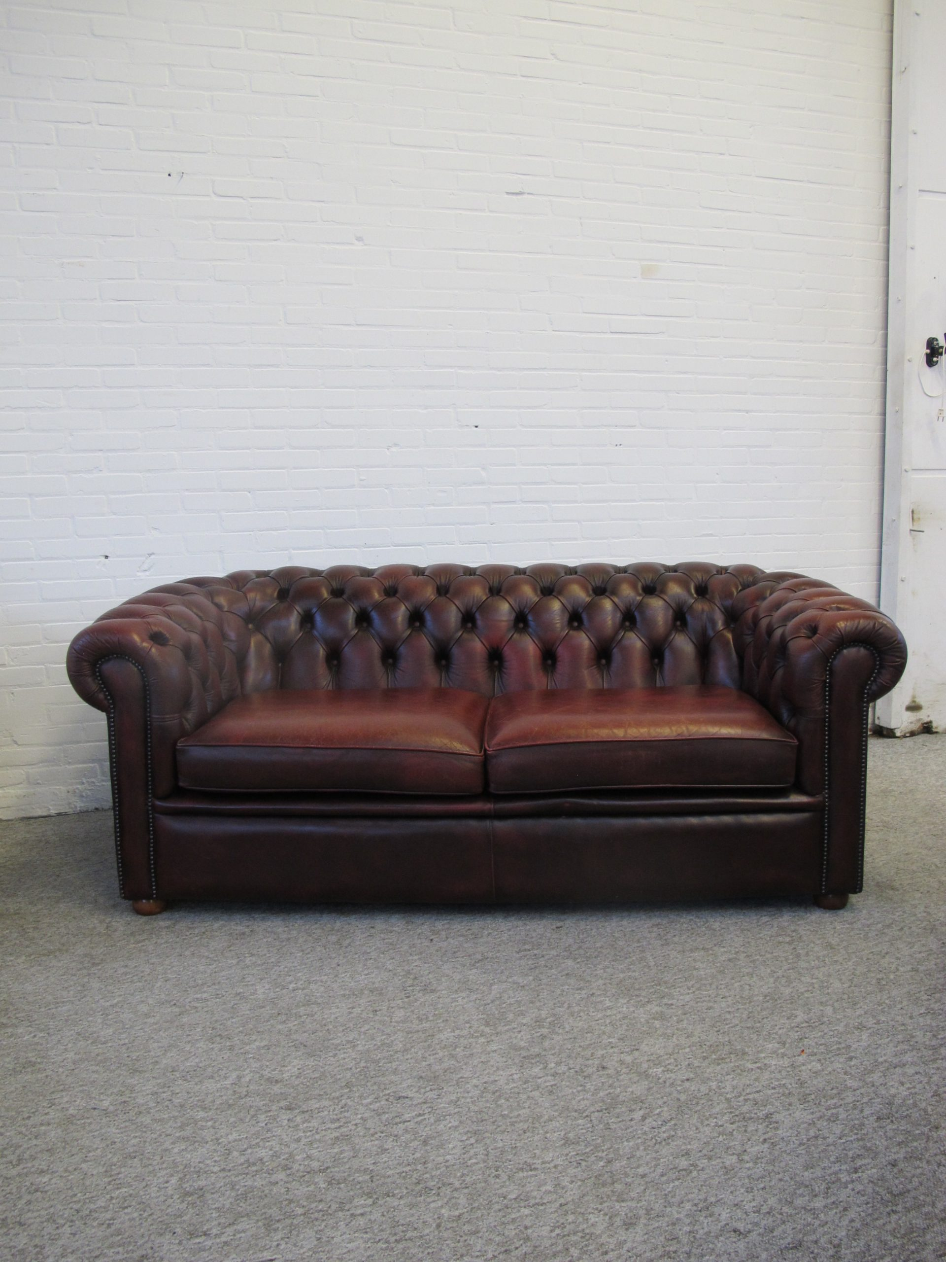 Salvale oxblood Chesterfield sofa bank vintage midcentury