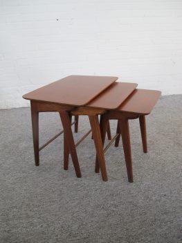 Bijzettafeltjes miniset Louis van Teeffelen nesting tables vintage midcentury